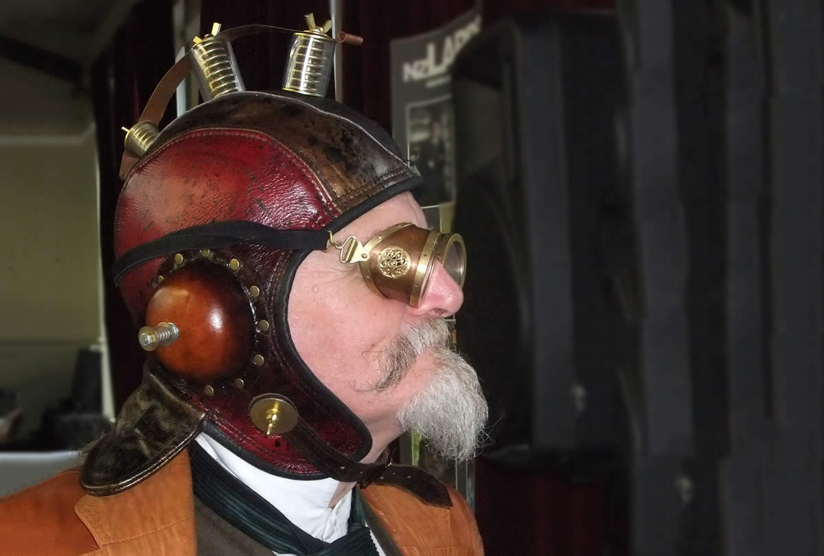 Leather And Art - Trevor Lamb - Athercon Steampunk helmet